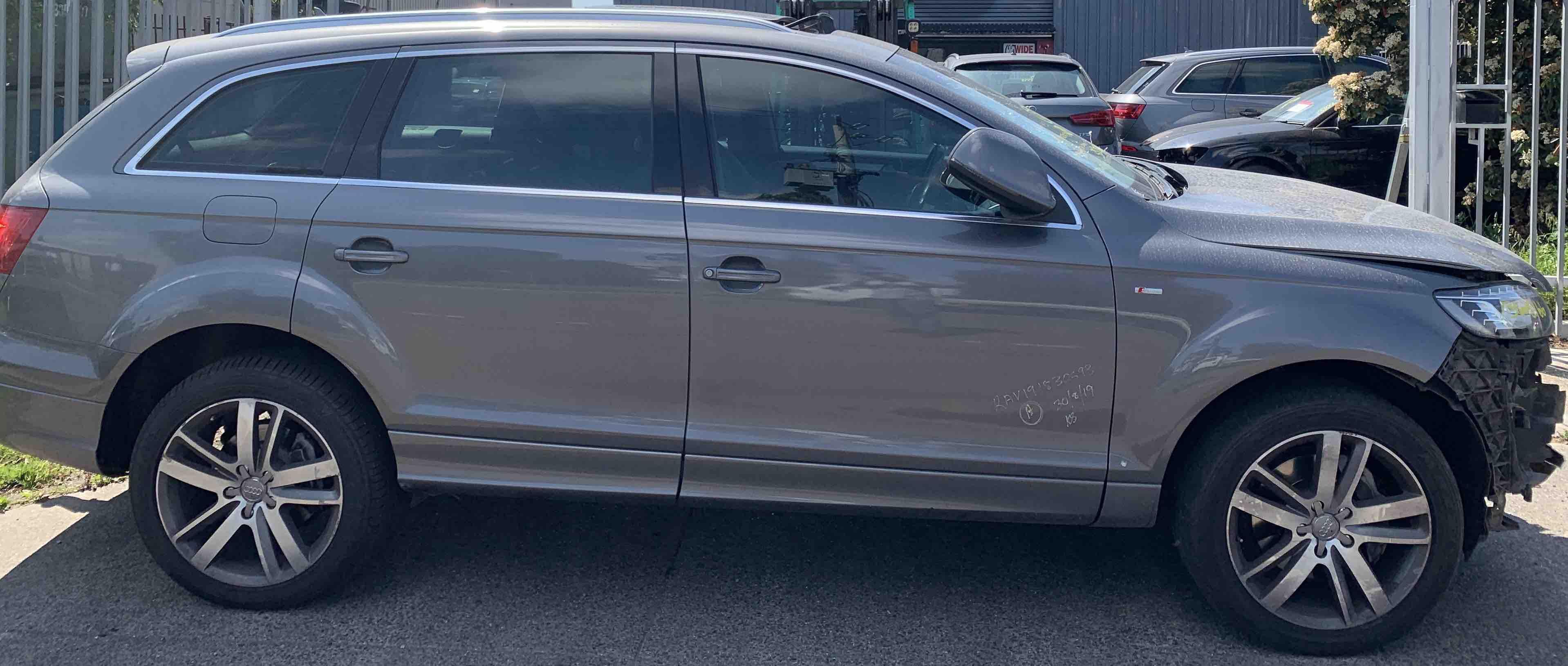 Wrecking Audi Q7 2009
